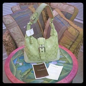 🍀 COACH Small Signature Hobo Bag 🍀